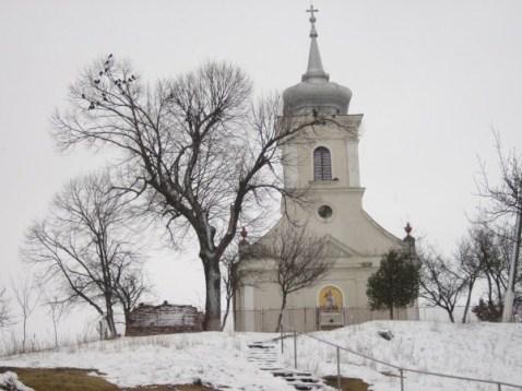 Church after the snow / Biserica după ninsoare