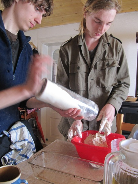 Baietii fac paine / Boys preparing the bread